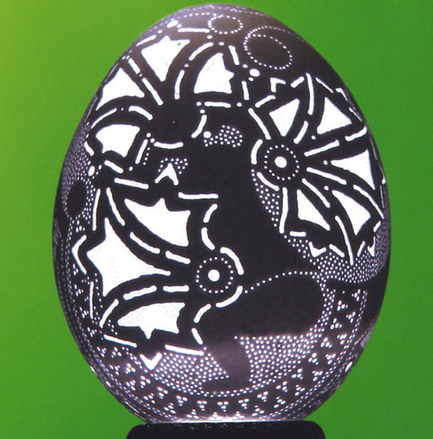 franc grom sculptura in coaja de ou